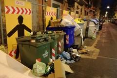 Bari, degrado in via Cattaro, uno slalom tra i rifiuti