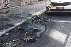 Incendi di cassonetti nel centro di Bari, presa la responsabile: è una 36enne della provincia