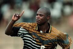 Calcio in lutto, è morto a 49 anni l'ex Bari Phil Masinga