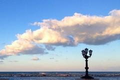 Bari aderisce alla Earth Hour, domani lampioni spenti sul lungomare per un'ora