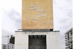 """""""Sono persone"""", una scultura per gli albanesi sbarcati a Bari con la Vlora"""