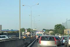 Bari, auto contro barriera in tangenziale, traffico in tilt verso Brindisi