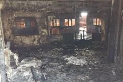 Incendio all'ex L'Ancora, Decaro: «Non fate paura a nessuno»