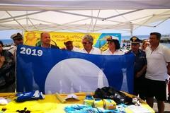 """Il sindaco di Polignano riceve la Bandiera blu 2019: """"Tra le migliori spiagge e approdi marini in Italia"""