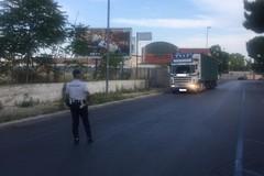 Pioggia di controlli sui camion di passaggio a Bari, 154 multe in tre mesi