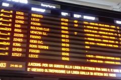 Bari -Lecce, turisti fermi in stazione per un guasto alla linea elettrica