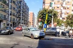 Scontro in viale della Repubblica, auto contro lo spartitraffico