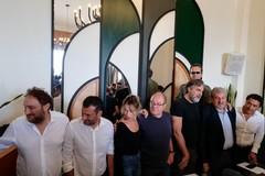 """Carlo Verdone presenta a Bari il film """"Si vive una volta sola"""": «Qui tanto rispetto per il cinema»"""