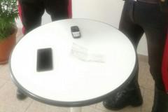 Bari, tentano di comprare cellulari con un assegno falso, arrestati