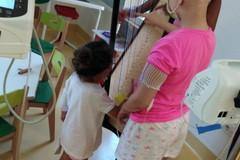 Un'arpa per i piccoli pazienti al Policlinico di Bari