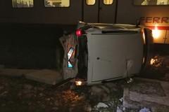 Treno contro auto sulla Bari-Barletta, sfiorata la tragedia
