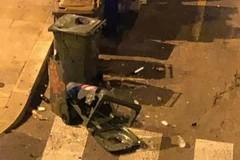Vandali in centro a Bari, tre petardi fanno scoppiare un bidone