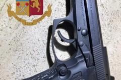 Bari, in auto armati non si fermano all' alt della polizia, presi