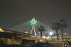 Bianco, rosso e verde illuminano il ponte Adriatico a Bari
