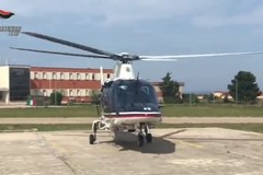 I controlli dei carabinieri a Bari con l'elicottero