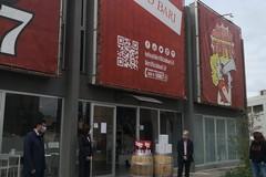 La birra diventa gel per le mani, la prima produzione consegnata al Comune di Bari