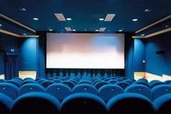 Da oggi possono riaprire i cinema, ma a Bari i proiettori restano spenti