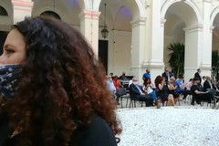 La cerimonia di consegna dei diplomi ai laureati in lockdown a Bari