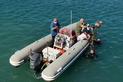 Bari, recuperato un monopattino elettrico nel mare di Molo Sant'Antonio