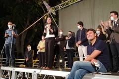Di Battista in piazza a Bari per Laricchia: «Cabina elettorale non è un vespasiano»