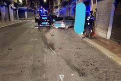 Bari, ubriaco finisce sulle auto in sosta