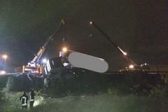 Tir fuori strada sulla SS100 a Bari, due feriti