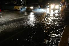 Nubifragio su Bari, allagate le strade della città. Sottopassi chiusi a Carbonara e zona industriale
