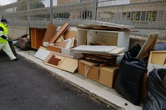 Ingombranti in strada al San Paolo, Amiu Puglia: «Offesa ai baresi perbene»