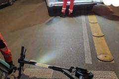 Monopattino contro moto a Bari, arriva l'ambulanza