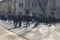 La manifestazione sul lungomare di Bari