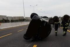Bari, auto si ribalta in tangenziale all'altezza di Japigia