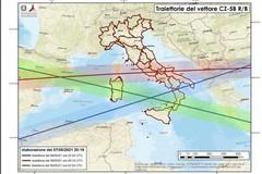 """Razzo cinese in caduta sulla Puglia: """"State al chiuso lontani da porte e finestre"""""""
