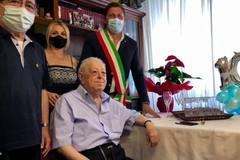 Nonno Antonio compie 100 anni, tanti auguri dalla città di Bari