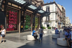 Via ai saldi a Bari, ma in via Sparano ci sono principalmente turisti