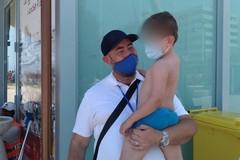 Bari, bimbo di 4 anni si perde in spiaggia, trovato dai volontari di Gens Nova