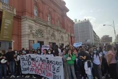 Bari, oltre mille studenti in piazza contro i doppi turni