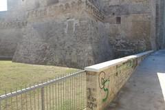 Dopo la colonna infame, vandali in azione al Castello Svevo di Bari