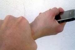 Tenta di scippare lo smartphone a una donna. Arrestato 39enne in via Dante