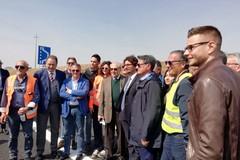Inaugurato il primo tratto della Bari-Matera. Toninelli: «La stessa distanza in metà del tempo»