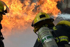 Brucia negozio in via Pasubio