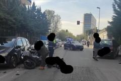 Bari, scontro tra auto e moto: chiusa al traffico via Giustino Fortunato