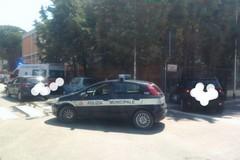 Bari, incidente in via Niceforo. Auto finisce contro il muretto