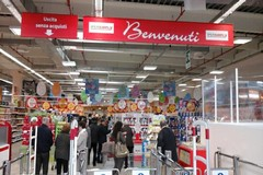 Niente festa per i centri commerciali, quasi tutti aperti a Bari