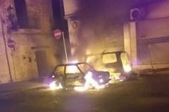 Paura a Palo del Colle, auto in fiamme nella notte