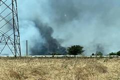 Brucia la discarica Martucci a Conversano, pericolo per i residenti