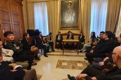Calo degli affari e diffidenza per il Corona Virus, il sindaco incontra la comunità cinese di Bari