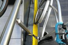 Nuovo sottopasso a Bari, le canaline per le bici sono inutilizzabili