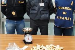 Fermato corriere della droga a Bari, aveva 54 ovuli di coca nell'intestino