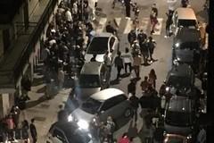 Bari, ragazzi in strada dopo le 22 nella zona Umbertina: insulti e fischi contro la polizia locale
