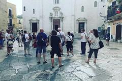 Turisti a Bari in cerca dei luoghi di Lolita, che intanto sbarca all'estero